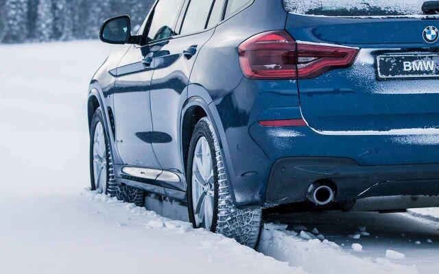 Erään BMW-malleja Winter-paketti alkaen 990 €.