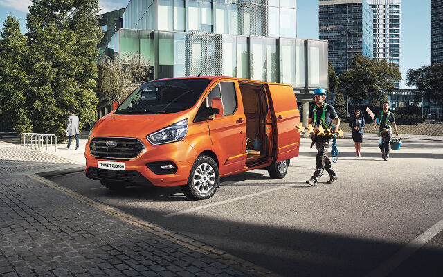 Ford Transit Custom nyt 0% korolla ilman kuluja